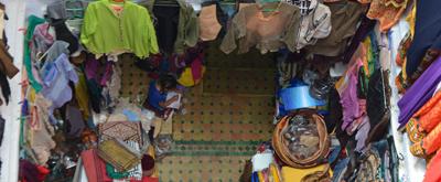 Comprando artesanía marroquí