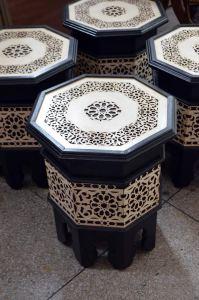 Decorar con artesanía marroquí mesa marquetería