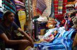 Regateando colchas para decoración marroquí